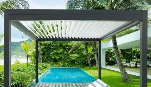 Louvred bioclimatic pergola in tropical setting - alfresco lifestyle
